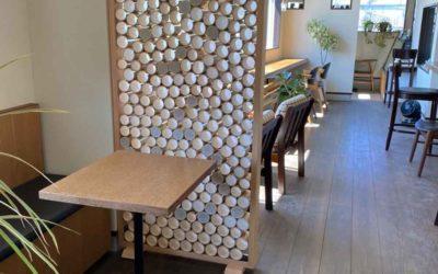 カフェにおいた竹パーティション